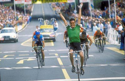 Stephen Roche winning the 1987 World Championship road race