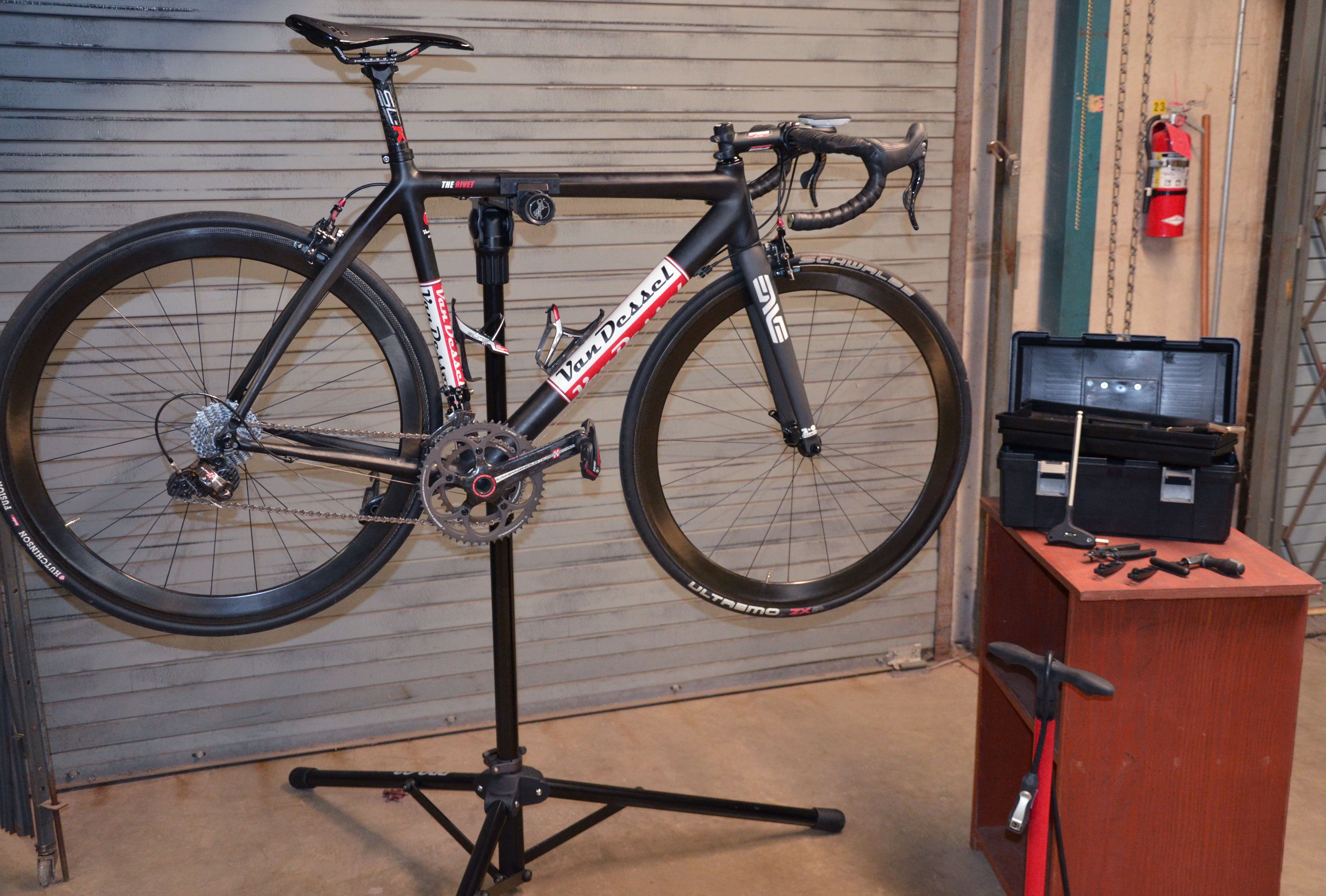 how to work on bike without stand