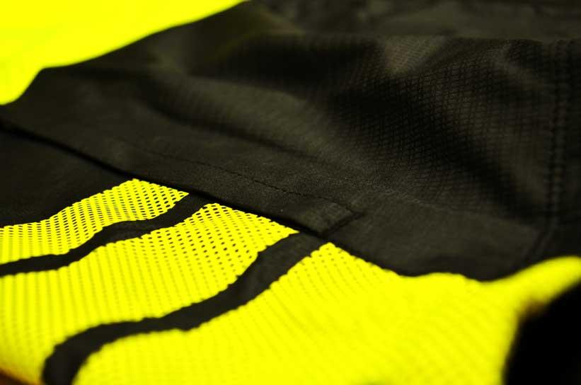 Zippered pockets and hi-viz detailing make this jacket very versatile
