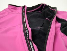 Brushed fleece Heatmaxx interior traps in warmth and wicks away moisture