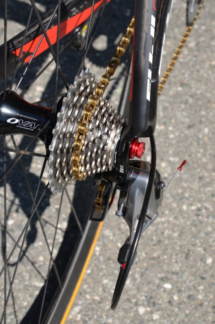 11-cog cassette and special superlight KMC X11SL chain for extra weight savings