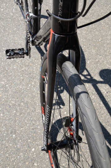 The fork has a narrow profile and plenty of clearance for big tires