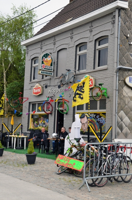 Cafe Koppenberg sees a good business, right before the most horrific climb ever