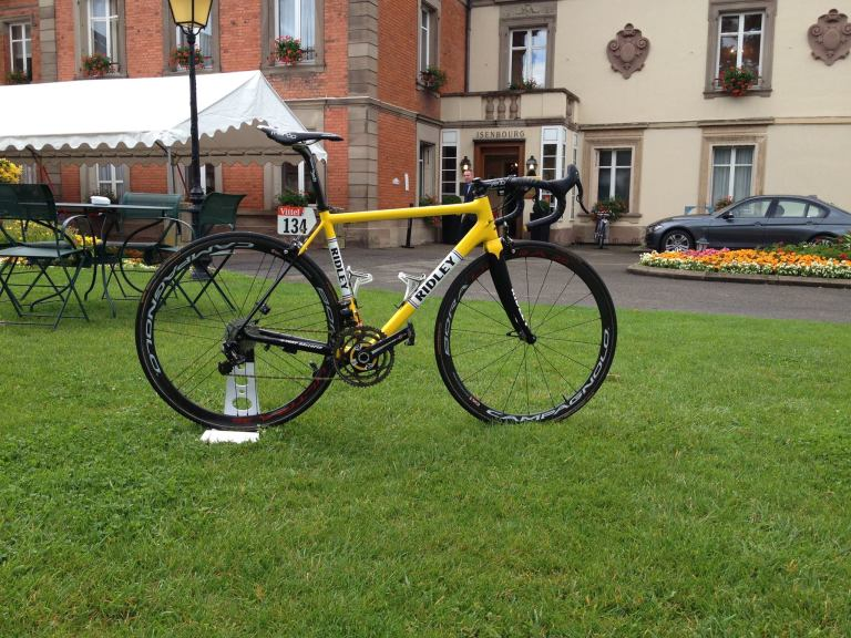 Tony Gallopin's custom painted Ridley Helium SL celebrates his wearing of the Yellow Leaders Jersey