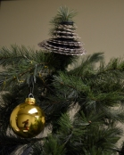 Artfully arrange the whole cluster as your tree topper