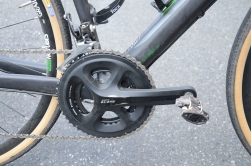 Shimano 105 with a mid-cage rear derailleur and hydraulic disc brakes makes this a very capable machine