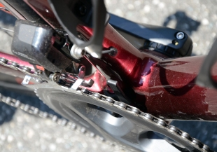 Built in chain guard protects against dropped chains
