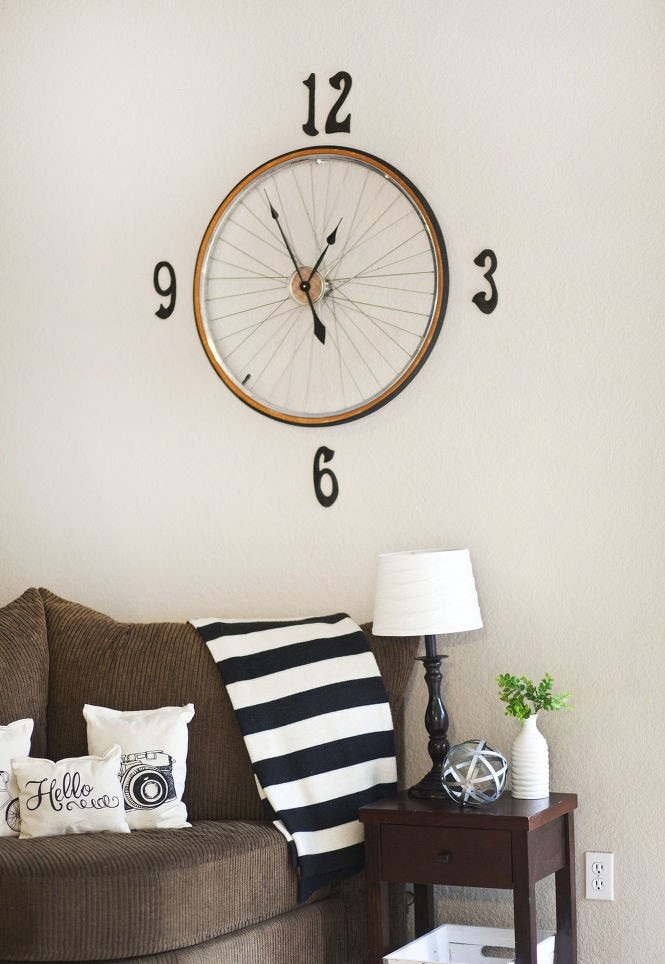 upcycle-bicycle-wheel-clock1